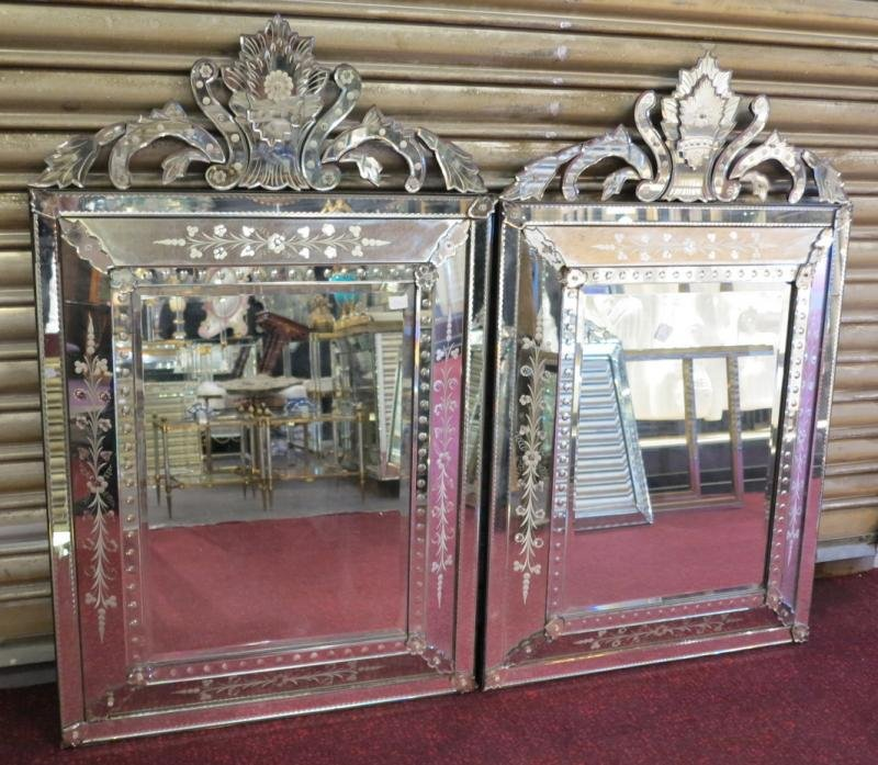 Pair of mirrors similar venitiens has front wall(pediment) beautiful size