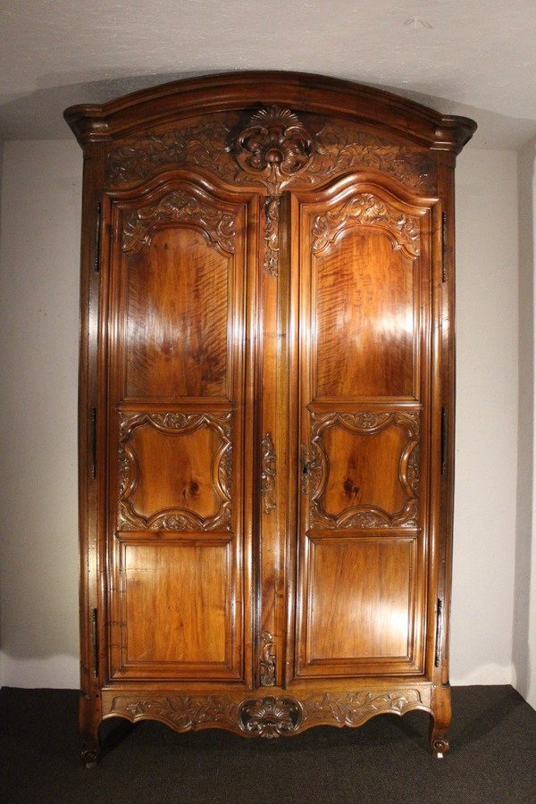 18th CENTURY FRENCH ARMOIRE