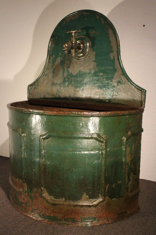 19th CENTURY WATER FOUNT