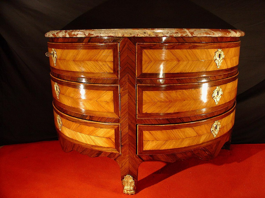 18 th French half round commode