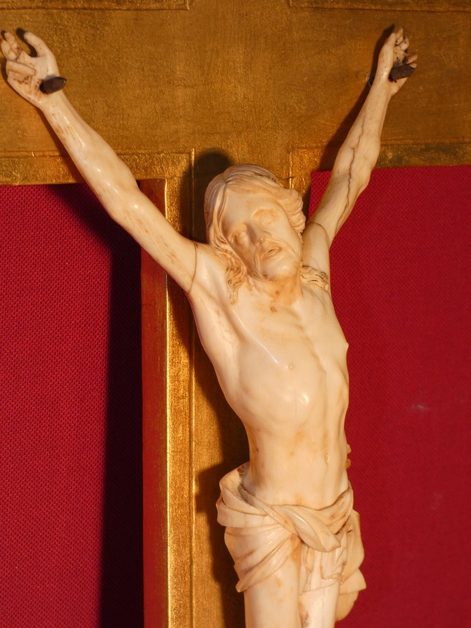 18th CENTURY CARVED CHRIST