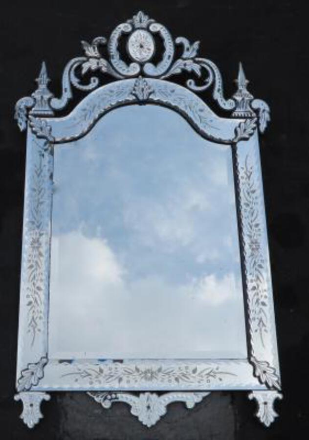 1900' Venitian mirror with Daggers