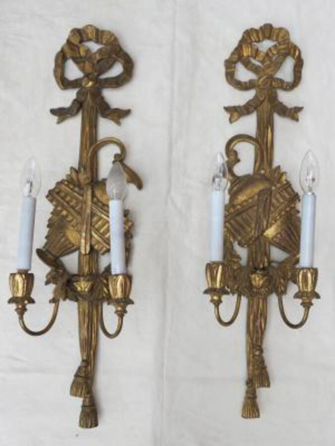 Antique Pair of sconces to the golden wood and golden iron has the waterpot