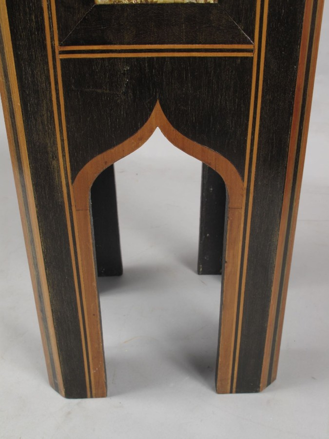 Antique An original and very decorative Islamic table.