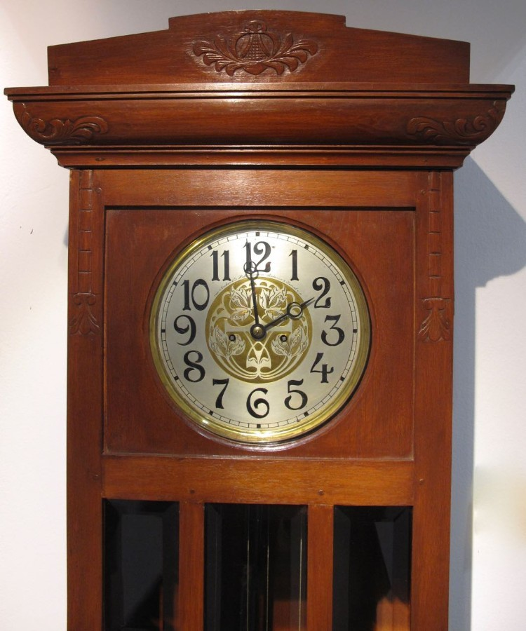 Antique A very nice and decorative Dutch / Indonesian long case clock from circa: 1900, in 100% original condition and with a very important signature of the company: Van Arcken & Co Hofleveranciers ( Royal suppliers) Batavia and Soerabaia ( two towns in Indonesia.)
