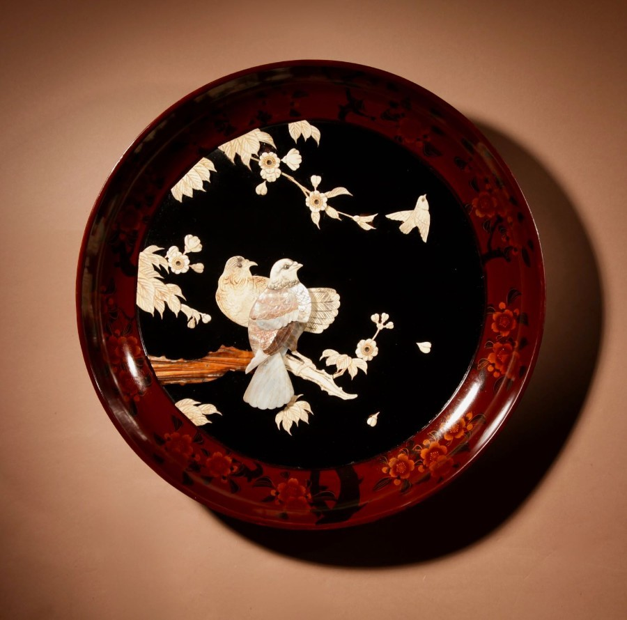 A Large Decorative Japanese Lacquered Charger. Meiji period (1868-1912)