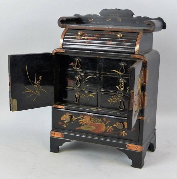Japanese black lacquered table cabinet