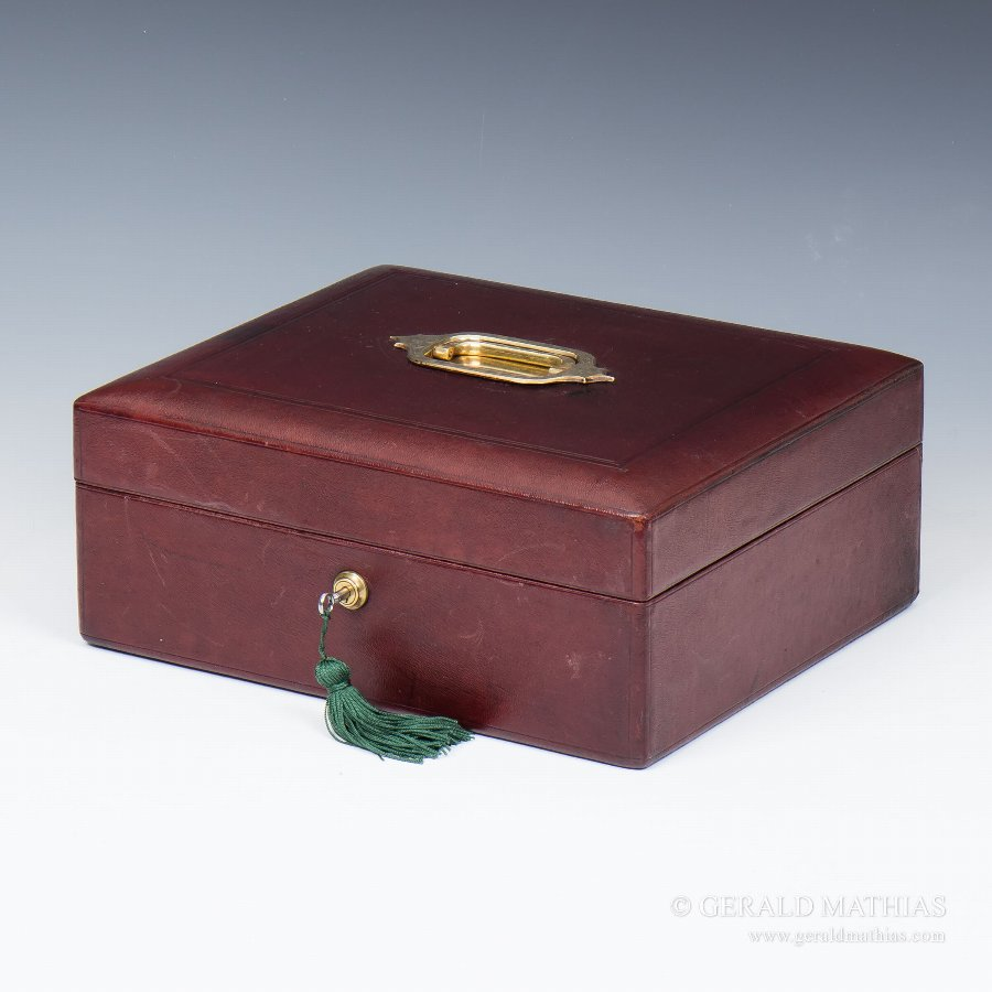 #9863 A Late 19th Century Domed Burgundy Leather Box