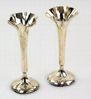 Antique Pair of Edwardian silver fluted spill vases, London 1903