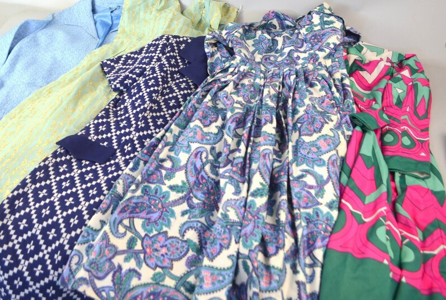 Quantity of ladies' vintage fashion clothing including 60s and 70s