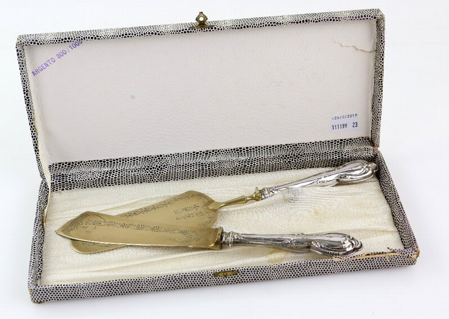 Boxed 800 grade silver handled pastry knife and server