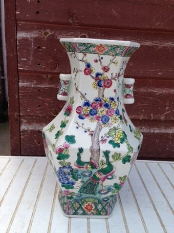 Antique An exquisitely decorated 19th century Chinese 29cm vase in perfect condition
