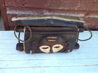 Antique An authentic early to mid-20th century African tribal wooden carrier 23cm by 13cm