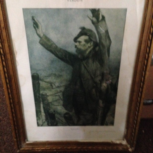 print of a first world war German solder surrendering to French troops using the German word Kamarade at Verdun in 1916