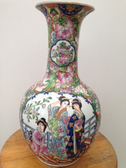 An excellent look late 19th early 20th century Chinese export vase 35cm in height.