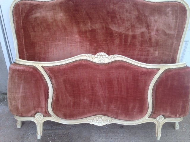 A pair of very attractive 1930's curved French 142 cm wide double beds