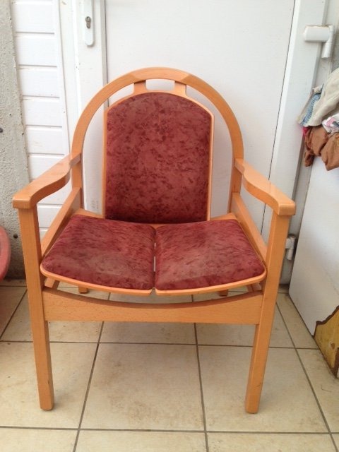Iconic 1970's baumann Argo armchair with its rounded back and labelled baumann France