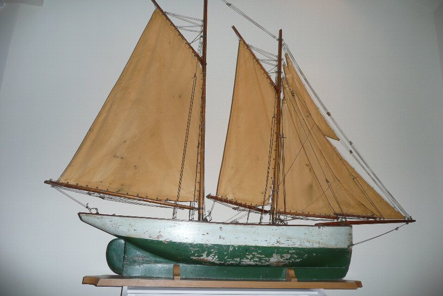 NAUTICAL MODEL YACHT, EARLY 20TH C.