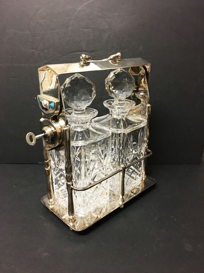 Antique An early 20th Century silver plated tantalus.