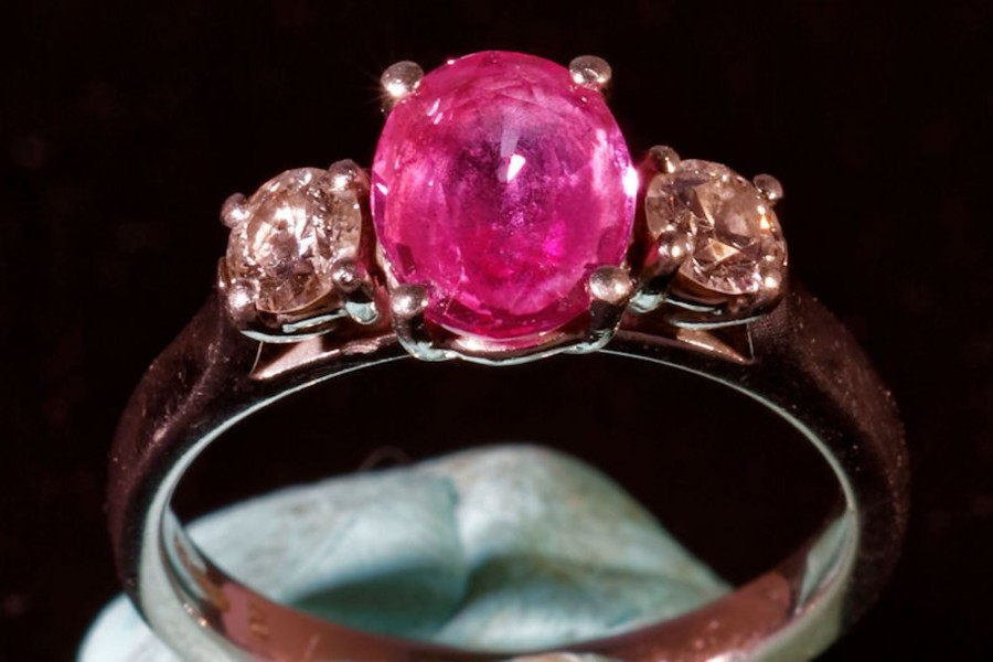 Beautiful Pink Sapphire & Diamond three stone Ring in white gold