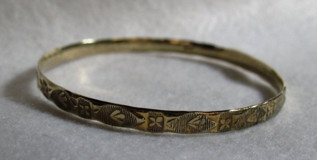ANTIQUE/VINTAGE 22CT GOLD HANDMADE NAIVELY CHASED SLAVE STYLE BANGLE
