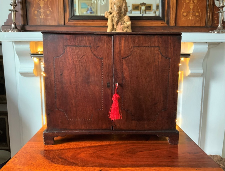 FINE 18thc PERIOD GEORGIAN APPRENTICE PIECE MINIATURE MAHOGANY CHEST CABINET