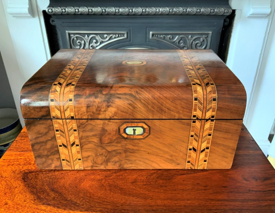 QUALITY 19thc DOMED PARQUETRY WALNUT DESK WRITING SLOPE BOX Inc FITTED INTERIOR