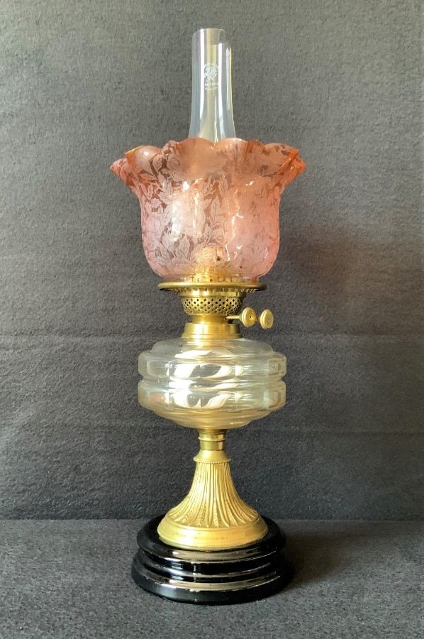Beautiful 19th Century Victorian Amber Glass Twin Burning Ceramic Table Oil Lamp