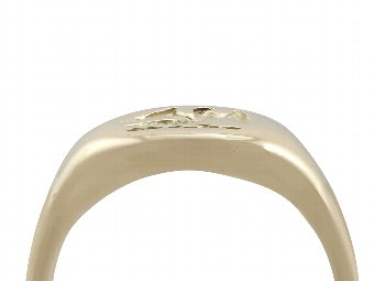 Antique 18 ct Yellow Gold Signet Ring - Antique 1920