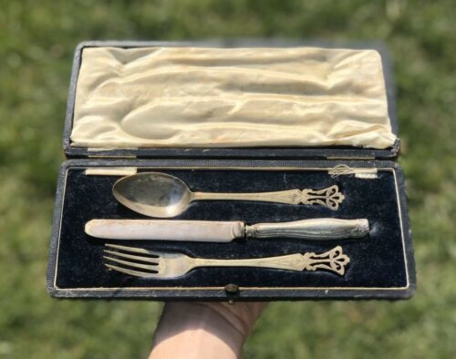 Antique Victorian Ornate Boxed Silver Plated Plate Cutlery Set