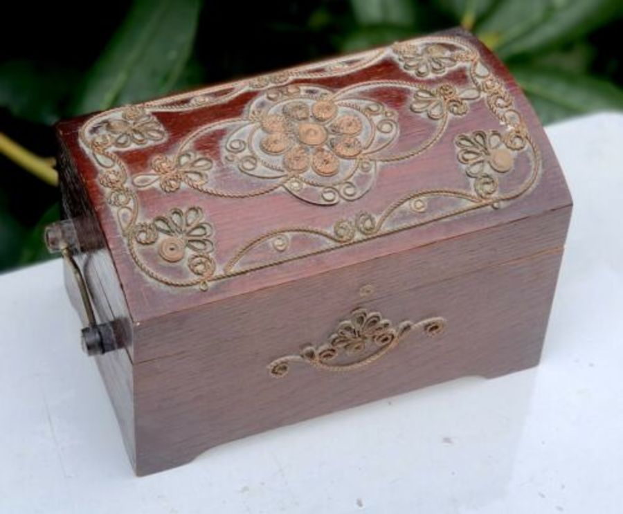 Vintage Wood Wooden Copper Filigree Mesh Wirework Design Musical Jewellery Box