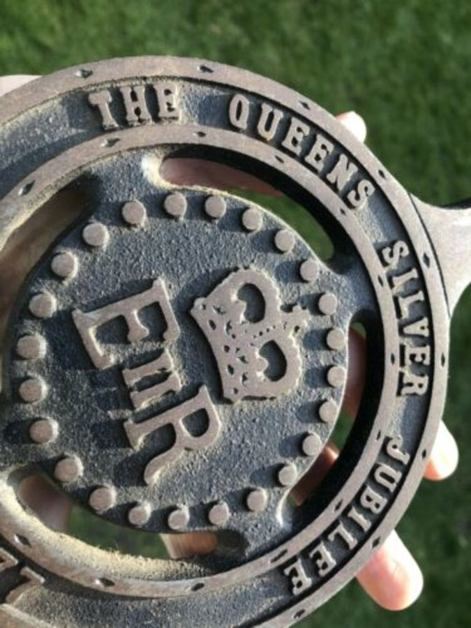 Antique The Queens Silver Jubilee EIIR 1952-1977 Cast Iron Commemorative Stand Trivet