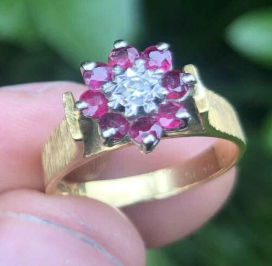 Starlight 18ct Yellow Gold Diamond And Red Stone Flower Shaped Ring Size M Or N