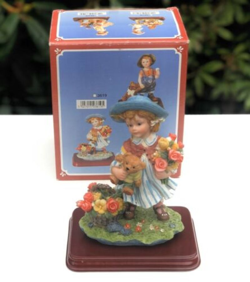 Minster Giftware Vintage Resin Girl Picking Flowers In Garden Figure Figurine