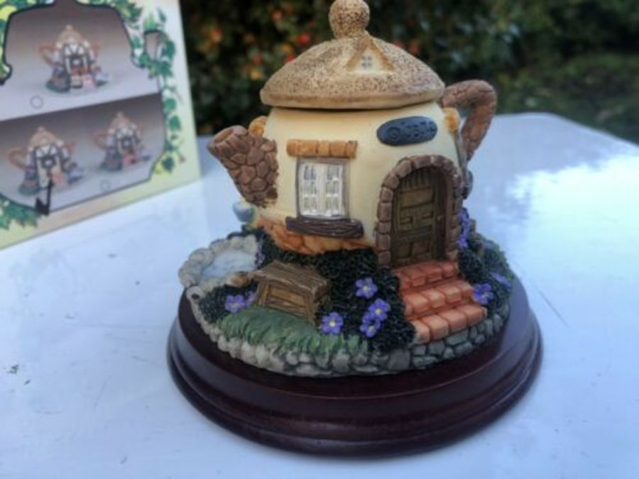 Antique Minster Giftware Handmade Resin Teapot House Cottage Pig Pigs Water Pond Bucket