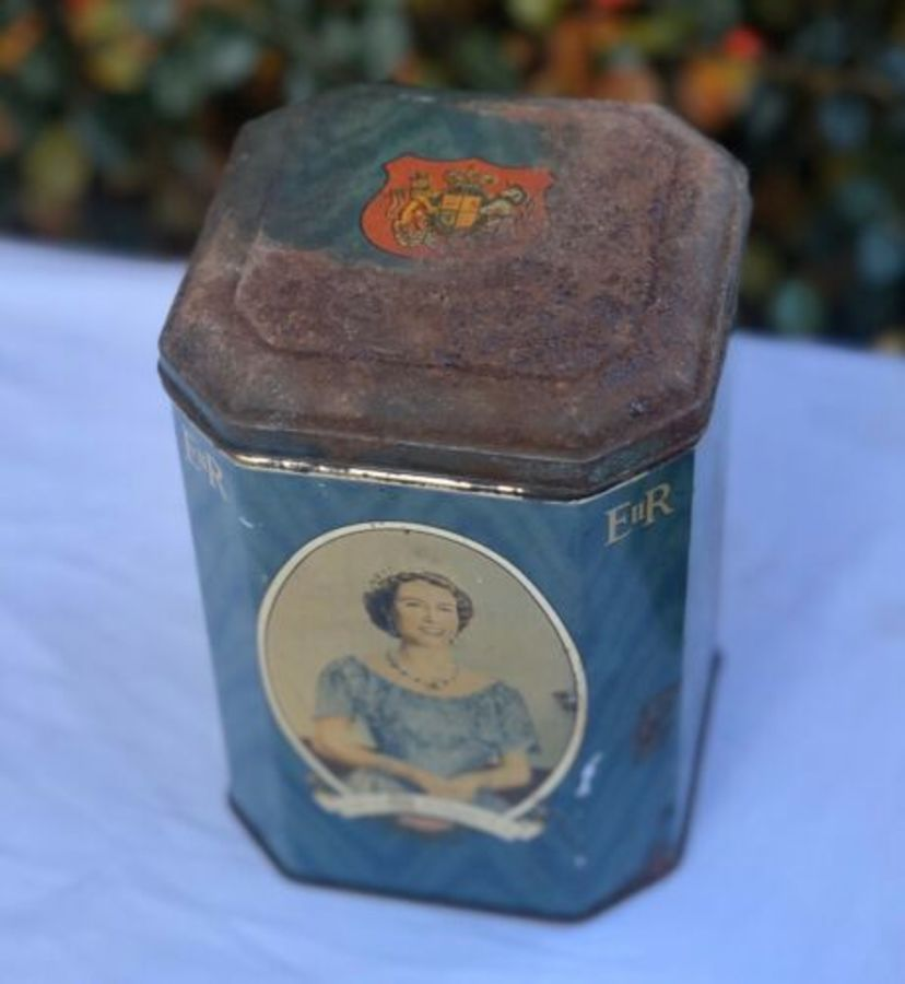 Queen Elizabeth II Souvenir Of The Coronation June 1953 RARE Vintage Tin