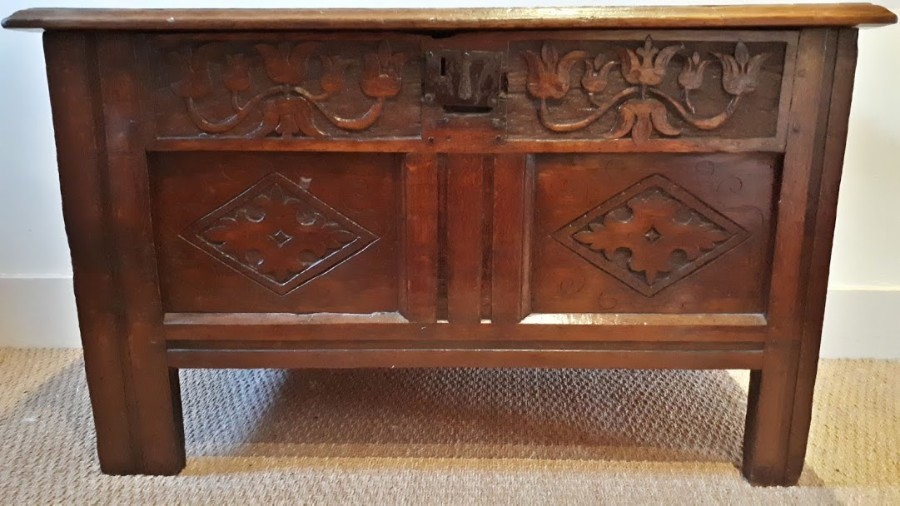 ANTIQUE 17TH CENTURY SMALL OAK COFFER/CHEST WITH TULIP FRIEZE