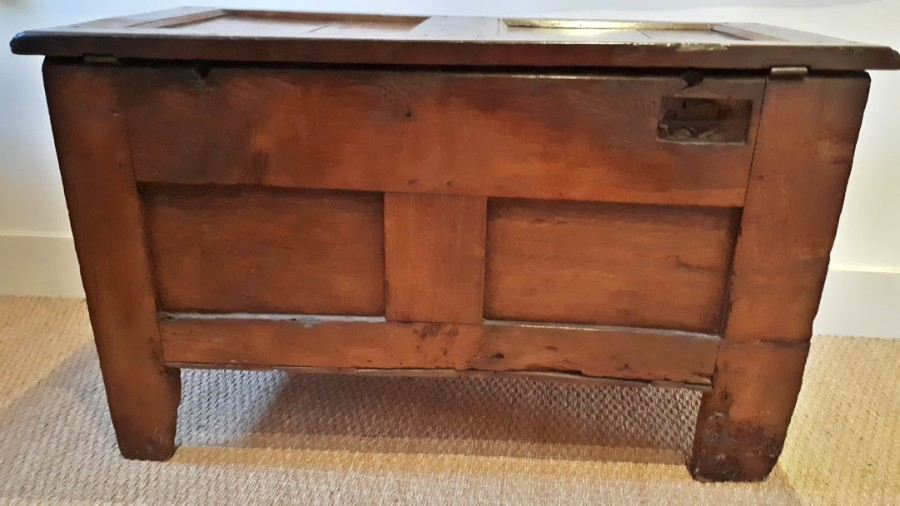 Antique ANTIQUE 17TH CENTURY SMALL OAK COFFER/CHEST WITH TULIP FRIEZE