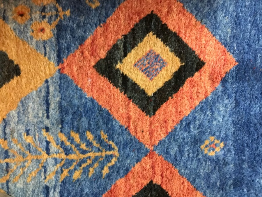 Antique A VIBRANT QASHQAI WOOL CARPET