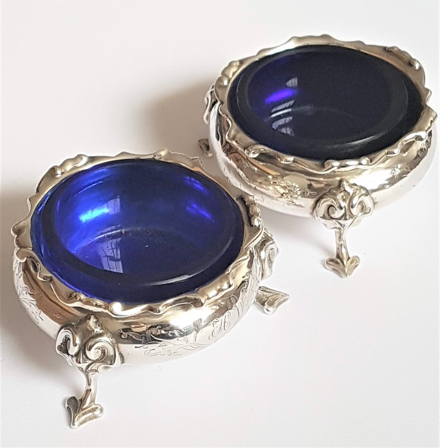 ANTIQUE EARLY VICTORIAN PAIR SOLID SILVER CAULDRON TABLE SALT CELLARS - with BLUE GLASS LINERS 18...
