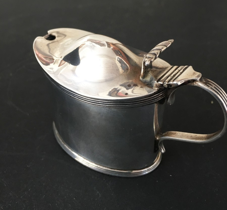 Edward VII hallmarked silver oval lidded mustard pot .