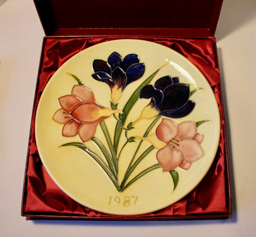 Moorcroft Anniversary Plate 1987 Limited Edition Mint, Boxed and Certificated.