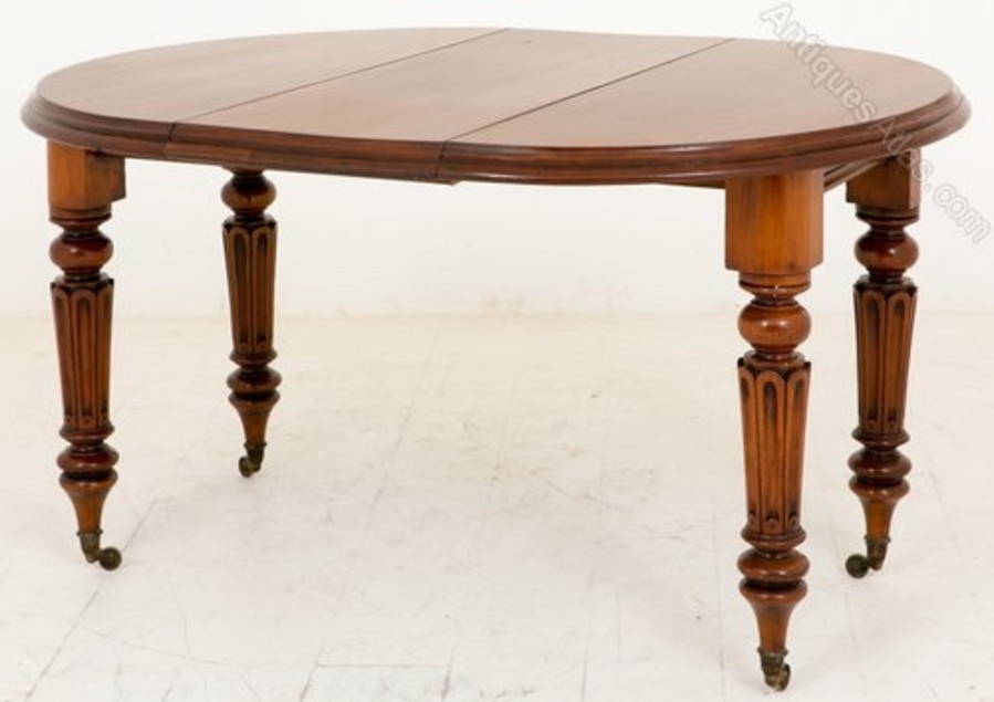 Late Victorian mahogany extending dining table