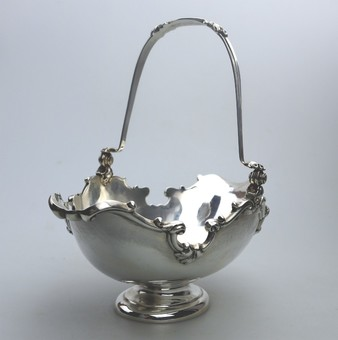 Antique Antique Solid Silver : A very fine Basket with swing handle George Fox C.1905