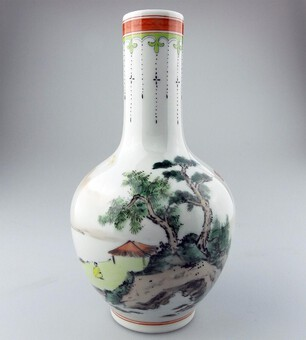 An attractive antique / vintage Chinese ceramic hand painted Vase C.20thC