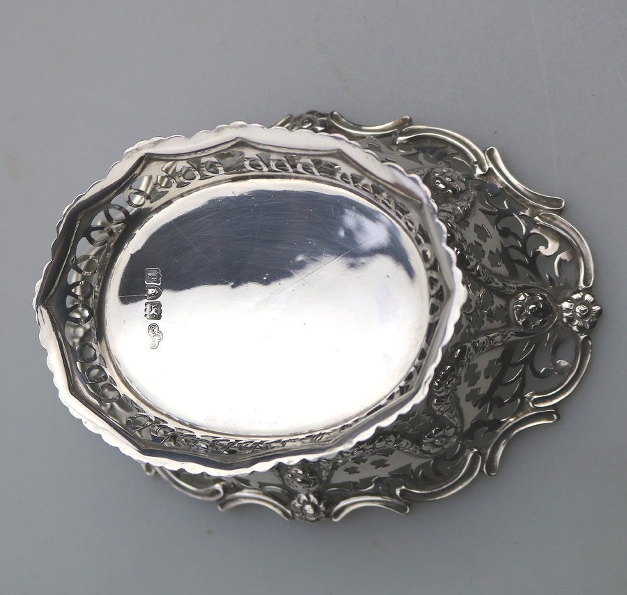 Antique An extremely good antique solid silver pierced Basket / Bowl by Goldsmiths & Silversmiths C.1899