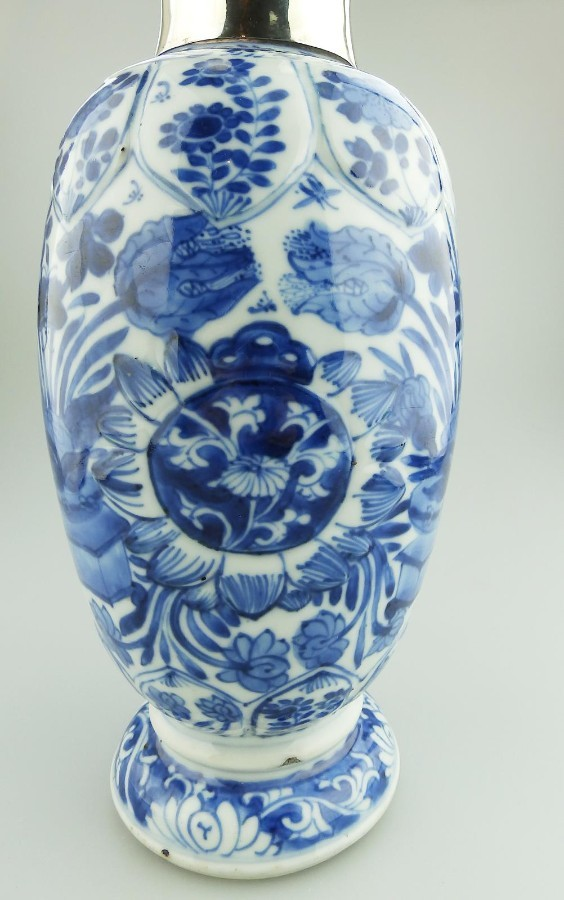 Antique Ancient Antique Oriental Porcelain extremely fine B&W hand painted Chinese Vase C.late 17th/early 18thC