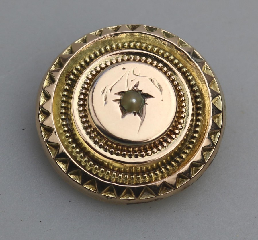 Antique Jewellery Victorian Etruscan round brooch pearl set boxed 9ct C.19thC