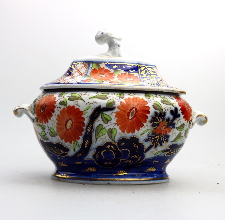 Antique English Porcelain An attractive Regency Imari small Tureen C.1820