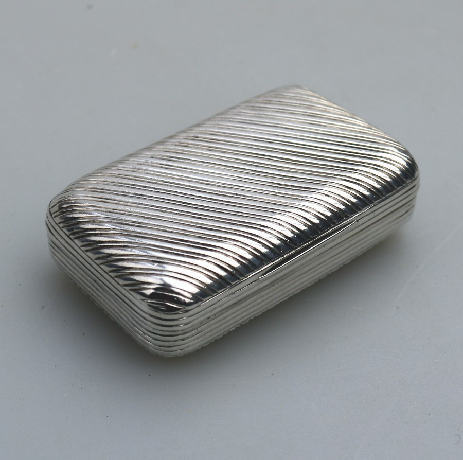 A GOOD FRENCH SOLID SILVER REEDED RECTANGULAR SNUFF BOX C.1830